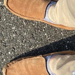 暮らし/モカシン/靴/革靴 心地よい天気、プレーンなモカシン履いて出…