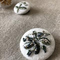 手作りアクセ/刺繍 ビーズ ブローチ ハンドメイド 刺繍&ビーズで「ナチュラル ブローチ」 …