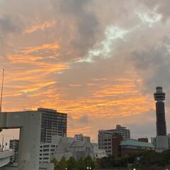 夕焼け/空 曇り空の合間に見えた夕焼け✨ 綺麗でした😊