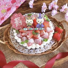 おうちカフェ/スイーツ/いちごタルト/おやつタイム/手作りケーキ/お菓子作り/... 遅れましたが… ひな祭りケーキ🎎🍡🌸  …