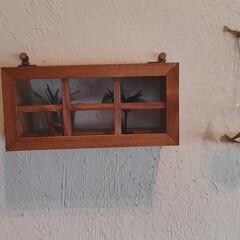 100均DIY/100均リメイク/セリア/ウォールシェルフ/木製窓 100均DIY 簡単❗️リメイク 木製ウ…