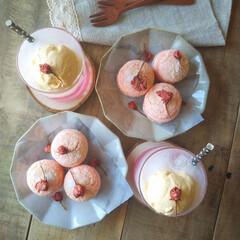 お花見/桜スイーツ/手作りお菓子/ピンク/セリア/100均/... 桜のブッセと桜のフロート  ブッセ生地に…(2枚目)
