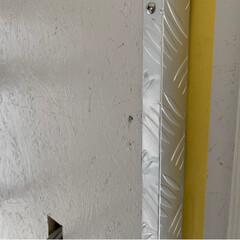 タッピングビスで直モミ/縞模様アルミ板/玄関リフォーム/リフォーム 普通のお宅のリノベーションでは ほぼ10…