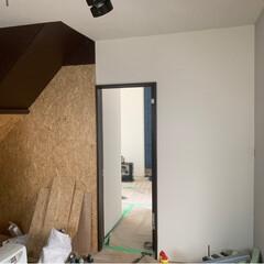 目線から下が大切/キッチンには白系/OSB塗装/キッチン/リフォーム 階段下のデッドスペース🧟♀️🧟♂️ …