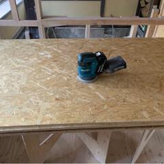 OSBに塗装用下地/OSB合板/DIY/キッチン/リフォーム OSB合板は接着剤でガッチリ 固まってる…