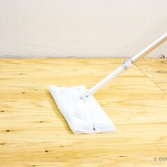 掃除グッズ クイックルワーパー。 板の間を素早く綺麗…