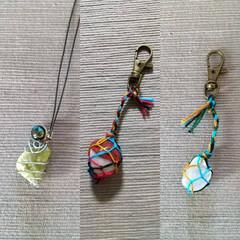宝石の原石/ワイヤーアクセサリー/マクラメ編みキーホルダー/ハンドメイド 左から、シトリン、レッドジャスパー、クリ…