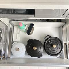 staub/キッチン掃除/キッチン雑貨/キッチン/白黒インテリア/モノトーンハウス/... staubコーナーの引き出しも全出し掃除…
