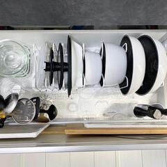 暮らしを楽しむ/丁寧な暮らし/モノトーンハウス/白黒インテリア/モノトーンインテリア/staub/... キッチン収納のお掃除をしました😊 埃も取…