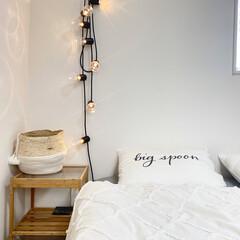 丁寧な暮らし/シンプルインテリア/一戸建て/マイホーム/モノトーンインテリア/ベッドルームインテリア/... 寝室pic📷 サイドテーブル、照明→IK…