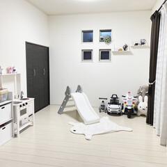 ZARAHOME/シンプルライフ/スッキリ暮らす/白黒インテリア/モノトーンインテリア/IKEA/... ダイニング横のキッズスペース モノトーン…