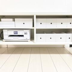 子供のいる暮らし/ホワイトインテリア/白黒インテリア/モノトーンハウス/モノトーンインテリア/整理収納/... IKEAのキャビネットの中📷 2階に置い…