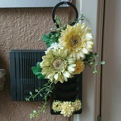 造花/玄関/虫除け/100均 虫除け…100均の造花で飾ってみました🌻