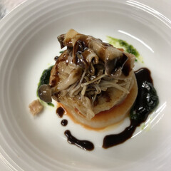 おうちカフェ 白身魚のムニエルです。 魚の下に大根の薄…(1枚目)