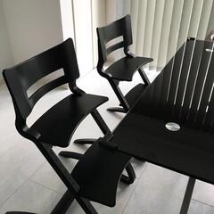 Leander(リエンダー) ハイチェア ブラック|子供用椅子 木製ベビーチェア 北欧 デザイン 軽い あすつく(ベビーラック、チェア)を使ったクチコミ「3歳と1歳の子供イスは リエンダーのハイ…」