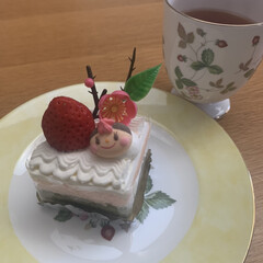 美味/可愛い/ケーキ/ひな祭り 桃の節句。 スポンジが3段になっていて …