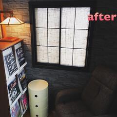 コンポニビリ/casaブルータス/フランクロイドライト/レンガ/壁紙 壁紙を張り替え、 窓枠を黒く塗装し、 障…