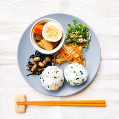 料理/和んプレートごはん/ワンプレートごはん/ワンプレート/おうちごはん/お昼ごはん/... 本日のワンプレートお昼ごはん🍽  おにぎ…