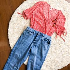 UNIQLO/デニム/H&M/花柄/ファッション/おしゃれ/... 本日のコーディネート🌿  赤の小花柄トッ…
