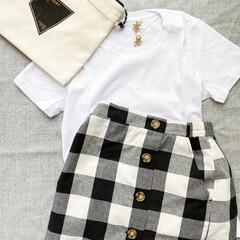 イヤリング/スカート/ギンガムチェック/モノトーンコーデ/Tシャツ/ファッション/... Tシャツコーデ🌿 ギンガムチェックのスカ…