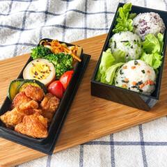 料理/唐揚げ/おにぎり/旦那弁当/おべんとう/お弁当/... 本日のお弁当🍽  ◯鶏の唐揚げ ◯ズ…