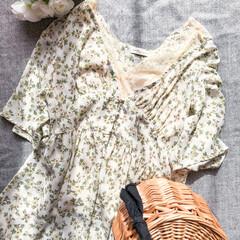 かごバッグ/花柄/レース/ワンピースレイヤード/ワンピースコーデ/ワンピース/... 晴れの日のお散歩コーデ。  淡い色の花柄…