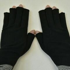対策雑貨/対策/大豆繊維/UVケア/UVカット/日焼け対策/... 指切タイプのUV手袋 どれくらい指が出る…(2枚目)