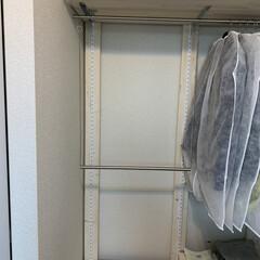 おうち/寝室収納/クローゼット整理/クローゼット収納/壁面収納棚/壁面DIY/... 造り付けのクローゼットは、昔ながらのタン…(3枚目)