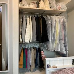 おうち/寝室収納/クローゼット整理/クローゼット収納/壁面収納棚/壁面DIY/... 造り付けのクローゼットは、昔ながらのタン…(4枚目)
