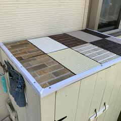 ビバホーム/タイヤ収納庫/コーキングガン/外壁サンプル タイヤ収納庫の屋根を改良しました。 下地…