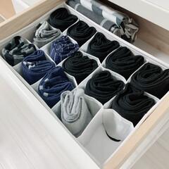 ワッツ購入品/ワッツ/100均/節約/簡単/靴下収納/... 旦那の靴下の引き出しです。 コレに入らな…