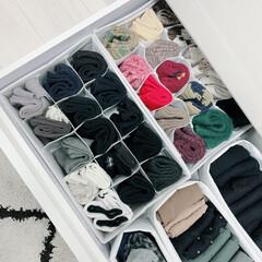 モノトーン雑貨/モノトーン収納/ワッツ/ワッツ購入品/靴下収納/靴下/... ワッツの300円商品を利用してます。 仕…
