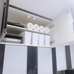 カセットコンロ/カセットボンベ/カップボード収納/モノトーン収納/収納/キッチン収納/... 我が家の食器棚の上☝︎  ☑︎カセットコ…(1枚目)