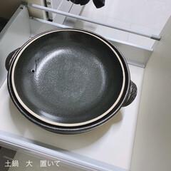 ル・クルーゼ 鋳物 ホーロー 鍋 ココット・ロンド 24 cm ホワイト ガス IH オーブン 対応   Le Creuset(両手鍋)を使ったクチコミ「⚪️ガスコンロ斜め下収納⚪️ この引き出…」(2枚目)