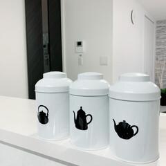 おしゃれ雑貨/キッチン収納/モノトーンキッチン/モノトーン雑貨/紅茶/コーヒー/... この容器 お気に入りです❤︎ 真っ白な缶…