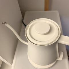 バルミューダ 電気ケトル バルミューダ ザ・ポット K02A-WH ホワイト | BALMUDA(電気ポット)を使ったクチコミ「一番の特徴はそのフォルム♡ シュッと伸び…」