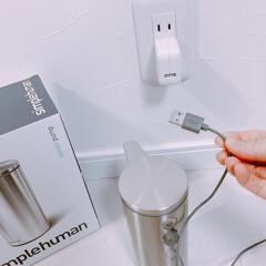 シンプルヒューマン simplehuman 充電式センサーポンプ ST1044 266ml つやあり | ディスペンサー ハンドソープ 自動 充電式 おしゃれ(ディスペンサー、スプレーボトル)を使ったクチコミ「こんな風に充電します☺︎ 電池じゃない☝…」