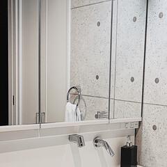 スッキリ暮らす/洗面所掃除/洗面所収納/モノトーン収納/掃除/暮らし/... 洗面台の鏡の裏収納を 見直しました☝︎ …