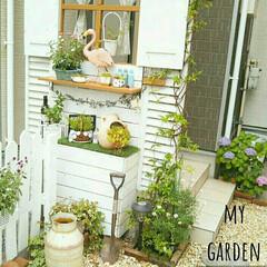 玄関アプローチ/フラミンゴじょうろ/ニトリ/DIY/雑貨/100均/... 玄関アプローチのパーテーションにニトリの…