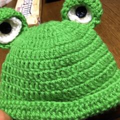 編み物/毛糸/カエル/ニット帽/新生児用/かぎ針編み/... 友達の出産お祝いに 手作りのカエルのニッ…