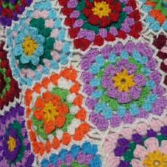 モチーフ編み/かぎ針編み/雑貨/ハンドメイド/住まい/暮らし 春色モチーフ。 春が待ち遠しいですね。