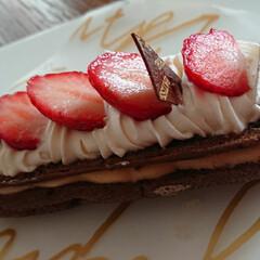 エクレア/ケーキ/いちご/暮らし イチゴのエクレア。 おいしく頂きました😃