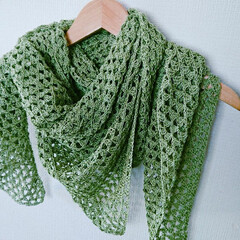 レース編み/かぎ針編み/編み物/シュール/住まい/暮らし 春用に編んだショールです。 糸は100均…
