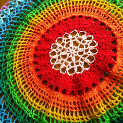 カラフル/カギ針編み/編み物/雑貨/ハンドメイド/住まい 虹色のサークルブランケット。 まだ編み途…