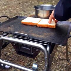 キャンプ飯/レシピ/ベーコン/たまご/野菜/サンドイッチ/... こないだのキャンプで作ったサンドイッチ🥪…(4枚目)