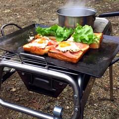 キャンプ飯/レシピ/ベーコン/たまご/野菜/サンドイッチ/... こないだのキャンプで作ったサンドイッチ🥪…