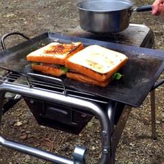 キャンプ飯/レシピ/ベーコン/たまご/野菜/サンドイッチ/... こないだのキャンプで作ったサンドイッチ🥪…(7枚目)