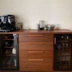 デロンギエスプレッソマシン/ダイニング/キャビネット/食器棚/食器/キッチン収納/... ダイニングに置いてあるキャビネットです。…