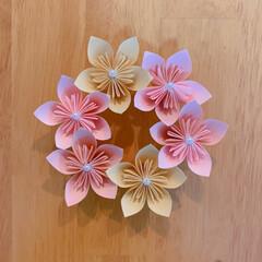 さくら/おりがみ/折り紙/おうち時間/100均 折り紙でお花のリースを作ってみました🌸 …