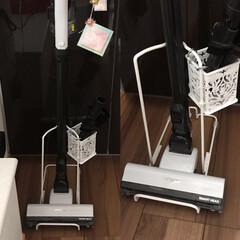 キッチン壁紙/掃除機収納 シンプルなスタンドが欲しくて ニトリのハ…